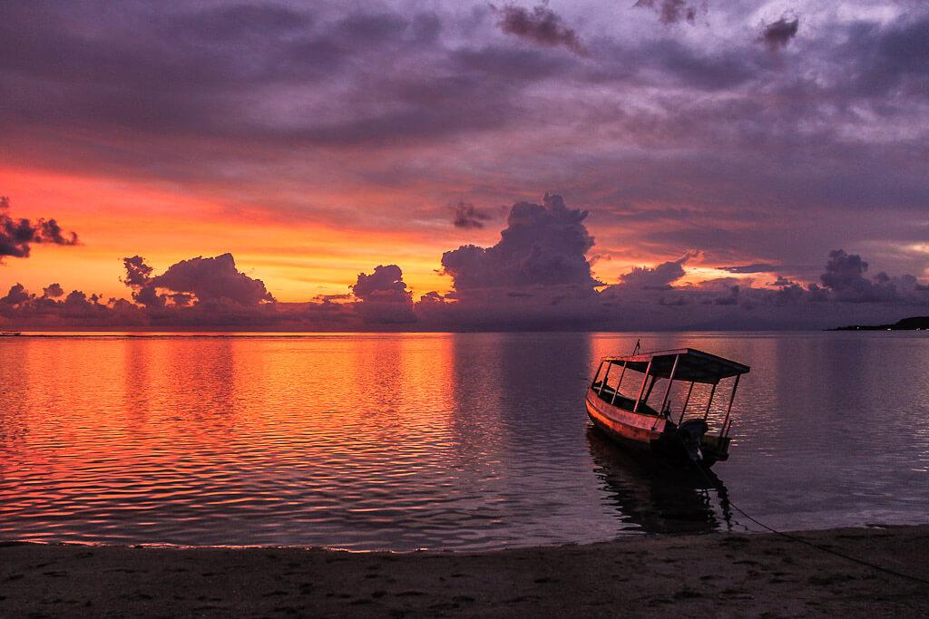 вами лодка с отражением на закате фото игра заходит
